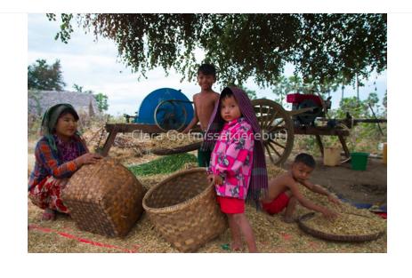 Foto en Jpg descarregable per a us personal- Family in Myanmar