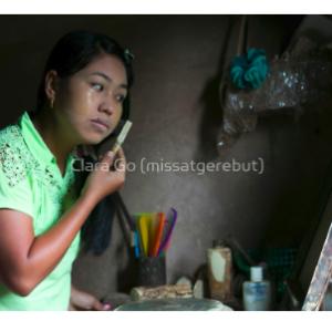 Foto en Jpg descarregable per a us personal - El ritual de cada matí, a cada casa de Myanmar - Thanaka