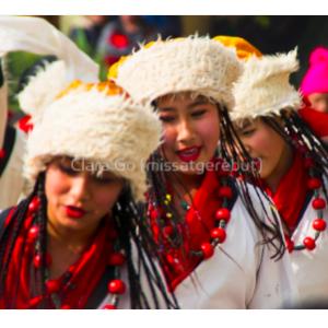 Foto en Jpg descarregable per a us personal - Balls tradicional tibetans a Katmandú. Nepal.